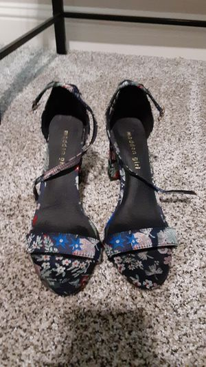 SIZE WOMENS 8 cute aesthetic Madden Girl black floral pumps strap high heels vintage for Sale in Fresno, CA