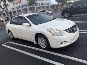 2012 nissan altima título limpio excelente condiciones 97 millas $3800 for Sale in Miami, FL