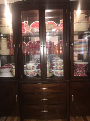 Display cabinet with lights for Sale in Sterling, VA