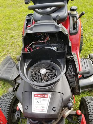 Craftsman riding lawn mower for Sale in Arcola, TX