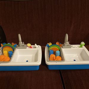Kitchen Sinc With Running Water for Sale in Zephyrhills, FL