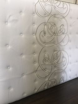 Sealy Posturepedic Queen Mattress With Box spring for Sale in Mentor,  OH