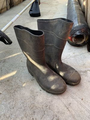 Raining boots, garden boots New, size 8dusty from sitting outside for Sale in Highland, CA