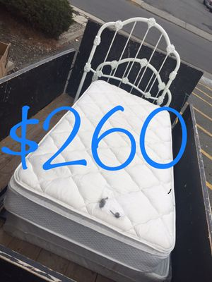 $260-Beautiful twin bed complete with frame. Frame is heavy duty sturdy! just got a big bed for that room so this one needs to go will be put into my for Sale in Yakima, WA