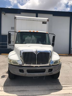 TRUCK 2006 INTERNATIONAL for Sale in Miami, FL