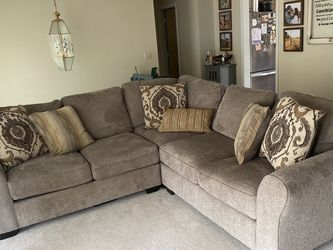 Like New Sectional Couch for Sale in Lake Forest Park,  WA