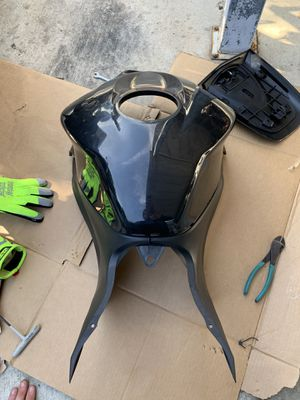 Honda fairing for gas tank with side plastic for Sale in Doral, FL