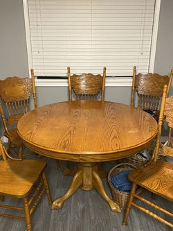 Oak Dining Set $120 6 Chairs, Large leaf for Sale in Hillsboro,  OR