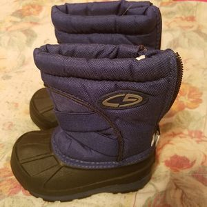 Size 5 toddler snow boot for Sale in Philadelphia, PA