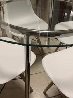 Glass Round Salmi Table And 4 Modern Chairs for Sale in East Los Angeles,  CA