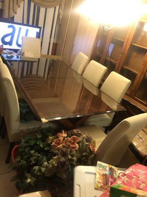 Dining room Table and chairs for Sale in Pompano Beach, FL