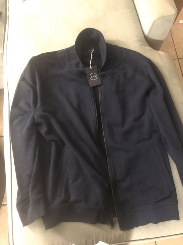 brand new pull over jacket... dnt need it get it for $89.50
