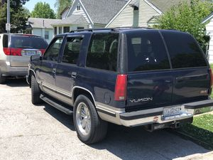 1999 GMC Yukon and Chevy Silverado for Sale in St. Louis, MO