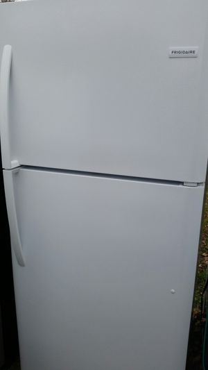 Refrigerator top freezer like new for Sale in Annandale, VA