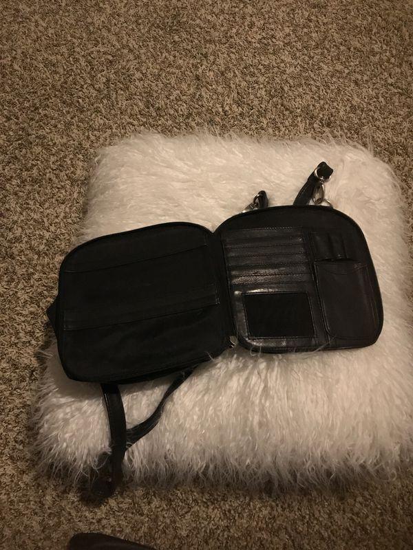 Black hobo bag .. adorable