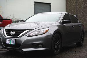 2017 Nissan Altima SR Gray/Black for Sale in Beaverton, OR