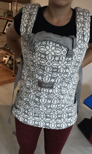 ergo baby carrier petunia pickle bottom for Sale in SeaTac, WA