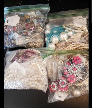 Bags of jewelry (great condition) for Sale in North Las Vegas, NV