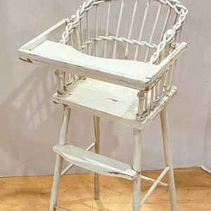 Sweet antique Wicker, Shabby Chic, small Baby Doll High Chair. for Sale in Lutz, FL