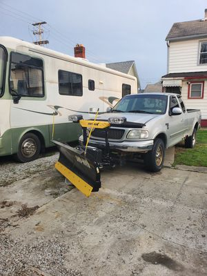 1999 Ford F150.. With brand new plow and spreader for Sale in Columbus, OH