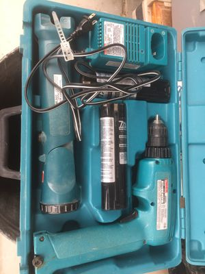 Makita drill and light. for Sale in Queen Creek, AZ