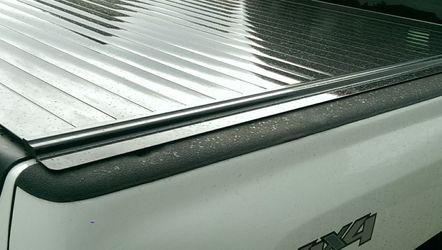 Retrax Bed Tonneau Cover For GM Chevrolet Silverado HD for Sale in Wenatchee,  WA