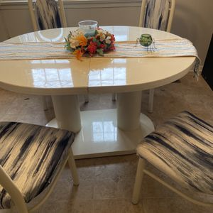 Kitchen Table And Chairs for Sale in Farmville, VA