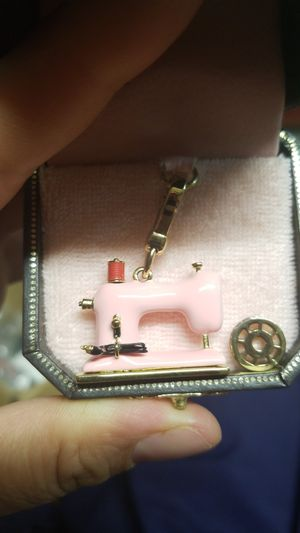 BEAUTIFUL JUICY COUTURE SEWING MACHINE CHARM for Sale in Springfield, VA