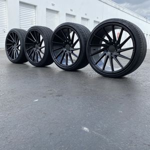 20 inch SPD staggered Rims 5x120 bolt pattern with tires for Sale in Hialeah, FL