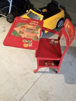 kids desk in excellent condition for Sale in Portland,  OR