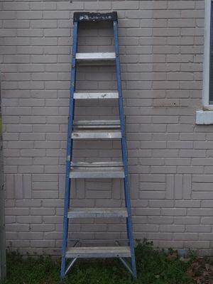 Louisville W-3215 7' Fiberglass Ladder Type ll 225lbs Load Capacity for Sale in Hernando, MS
