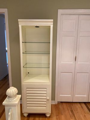 Cottage Style Bookcase for Sale in Plandome, NY
