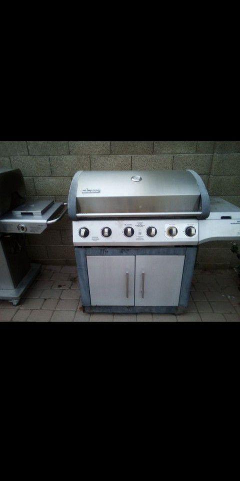 Brinksmann BBQ grill with side burners
