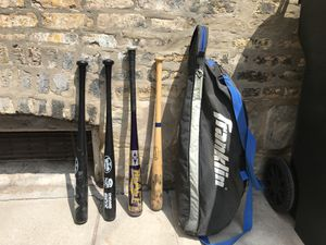 Lot of 4 youth baseball bats & carrying bag for Sale in Chicago, IL