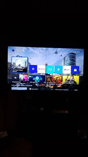 Thin 4k Samsung 65inch smart UHD, HDR 4k TV with swivel/extendable wall mount for Sale in Auburn, WA