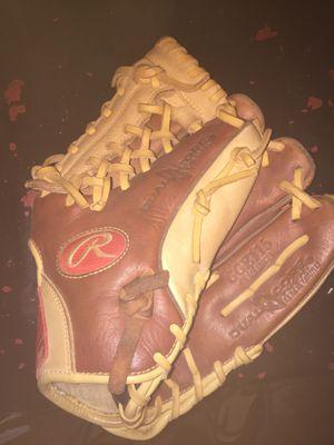 Rawlings baseball glove for Sale in Grove City, OH