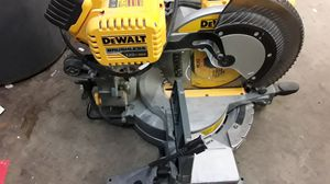 Dewalt Cordless/Electric Saw for Sale in Laredo, TX
