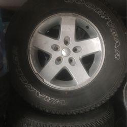 5rines Con Yantas Pear Jeep Rubicon $200 Los 5 for Sale in Commerce,  CA