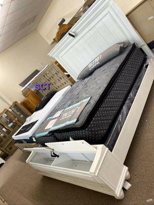 Kanwyn Whitewash Storage Bedroom Set FREE DELIVERY for Sale in Austin, TX