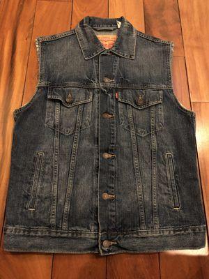 Men's Medium Levi Vest for Sale in Chicago, IL