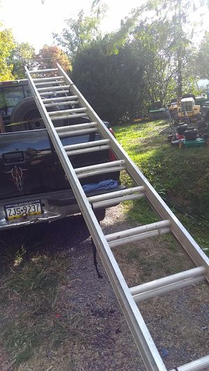 Aluminum extension ladder works good and is in good condition for Sale in Lewisburg, PA