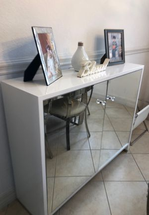 Modern white and glass cabinet for Sale in Fort Myers, FL