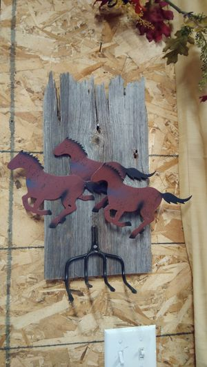 Varity of homemade old board wall decor for Sale in Bonaparte, IA