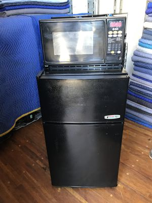 Mini fridge with microwave for Sale in Long Beach, CA