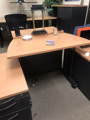 Small maple office desk for Sale in Tigard, OR