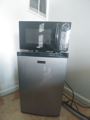 Small refrigerator and microwave for Sale in Rockville, MD