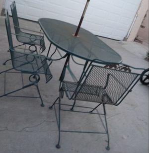 Mesa con 3 Sillas for Sale in West Puente Valley, CA