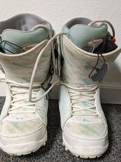 Size 10 Women's Snowboard Boots, Snowboard And Bindings for Sale in Snoqualmie Pass,  WA