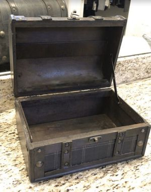 Decorative chest for Sale in Wesley Chapel, FL