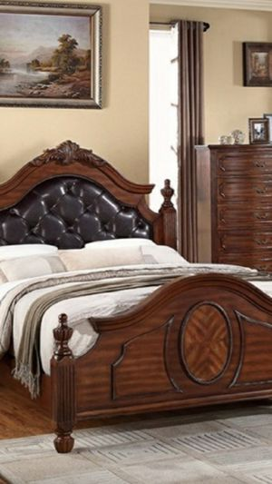 New King Bedroom Set Complete 5 Piece Set for Sale in Orlando, FL